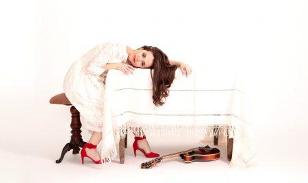 Bluegrass Singer-songwriter Sierra Hull to Perform
